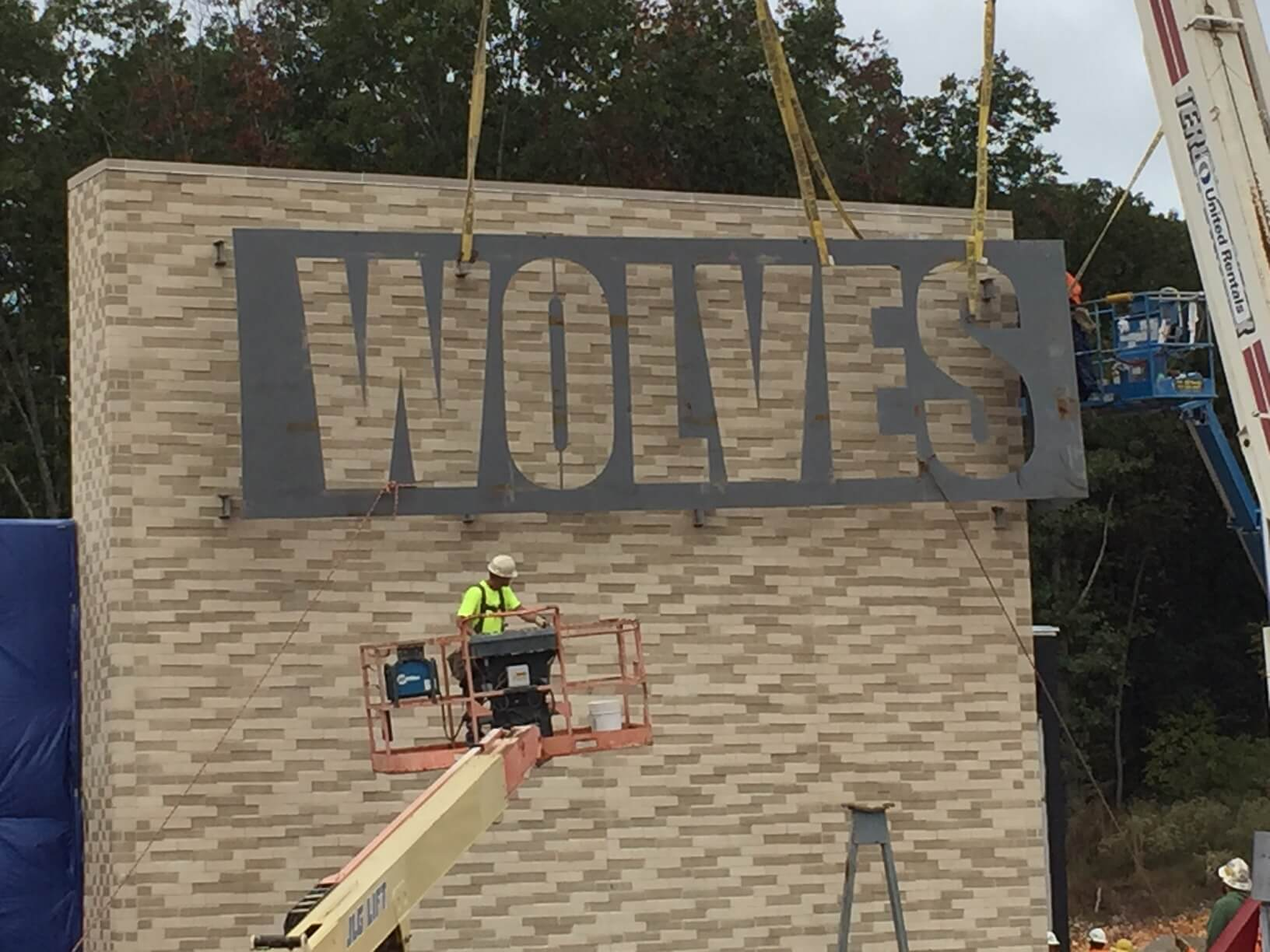 Wolves-Sign-Hanging